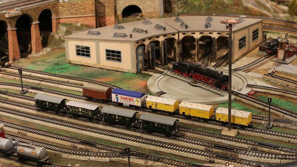 appassionati di ferrovie che risalgono