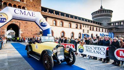 Torna il Trofeo Milano: la città invasa dalle auto storiche