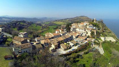 Fiorenzuola di Focara, le immagini del borgo marchigiano