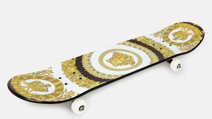 Lo skateboard griffato