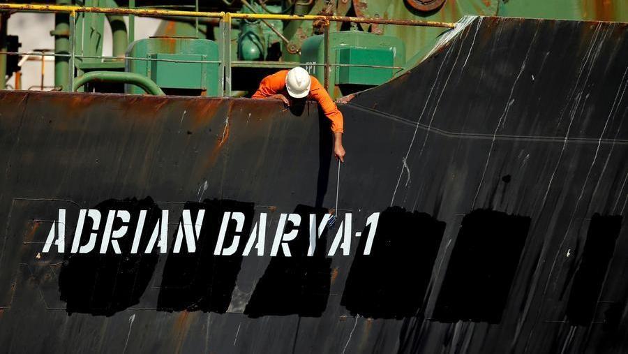 Siria, la petroliera sotto sanzioni scarica il greggio a Tartus – La Stampa
