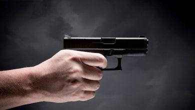 Basta lasciare pistole e fucili in mano a chi ha problemi psichici