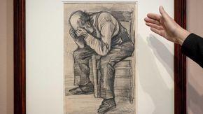 Scoperto un disegno attribuito a Van Gogh, raffigura un anziano stanco seduto su una sedia
