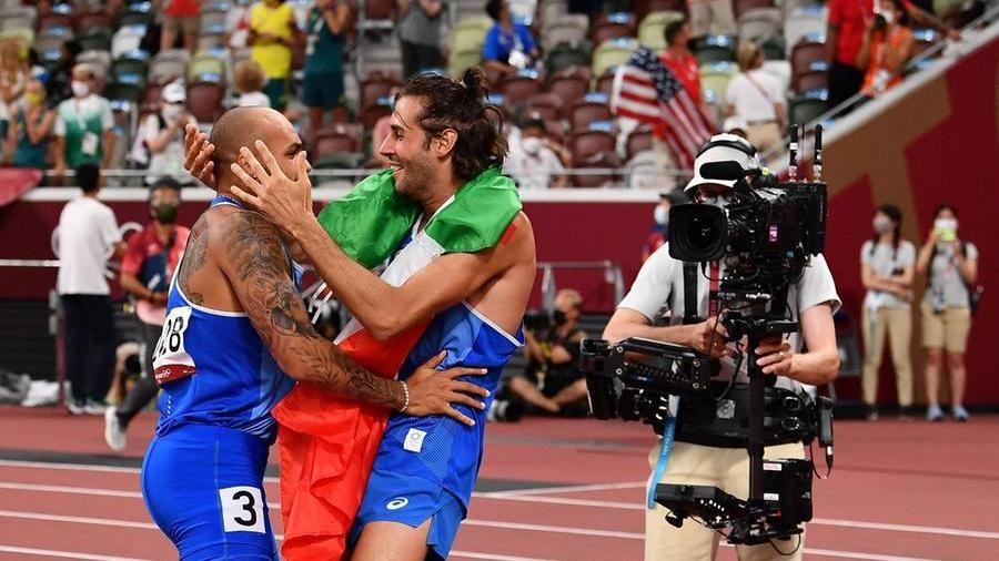Dall'Atletica un doppio sogno d'oro per l'Italia. Tamberi vola nel salto in  alto. Jacobs è l'italiano più veloce del mondo - La Stampa