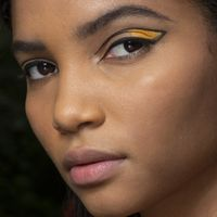 L'eyeliner diventa grafico e colorato, per raccontarsi con gli occhi