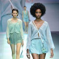 Emporio Armani: la sfilata primavera-estate 2022 per i 40 anni del marchio è un manifesto di identità
