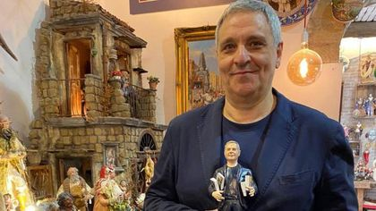 Maurizio De Giovanni finisce sul presepe