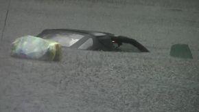 Nubifragio a Busto Arsizio, l'auto è quasi del tutto sommersa: si intravede solo il tettuccio