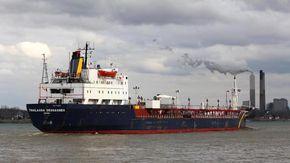 Oman, pirati dirottano una petroliera: equipaggio preso in ostaggio