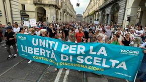 "I ""No Green Pass"" bissano: circa 3 mila manifestanti in piazza a Torino"