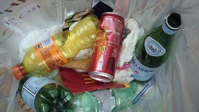 Raccolta rifiuti in Sicilia e Calabria, così le mafie entrano nelle società chiedendo assunzioni
