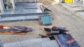 Moncalieri, ladri nel cimitero: rubavano rame e piombo dalle tombe