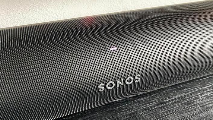 The status led is at the center of the soundbar; the brightness is automatically adjusted in relation to the environment