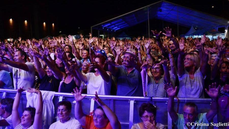 Calendario Concerti Nomadi.Nomadi Pfm E I Coma Cose Al Festival Contro Di Castagnole