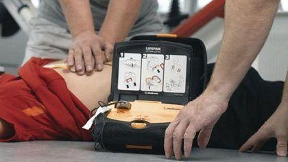 Tecnico Tim salva un uomo con il massaggio cardiaco