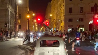 Roma, tensioni e caroselli