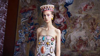 La monarchia secondo Viktor&Rolf alla Haute Couture di Parigi
