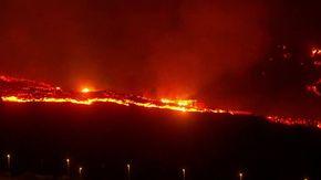 Canarie, nuova colata lavica nella notte: case travolte a La Palma. Il video velocizzato