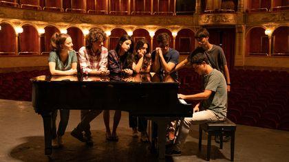 'La compagnia del cigno 2', tornano i ragazzi del Conservatorio con il maestro Alessio Boni