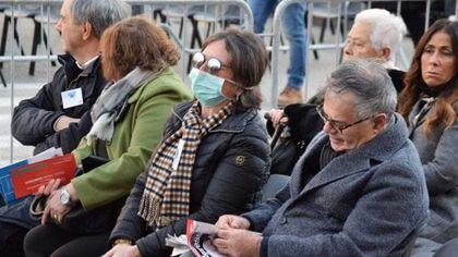 Il Papa a Bari, folla di fedeli sul corso senza la psicosi Coronavirus: poche mascherine tra i fedeli