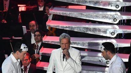"""Si parte """"all white"""" con 'E adesso la pubblicità'. Baglioni: """"Ha vinto la musica"""""""