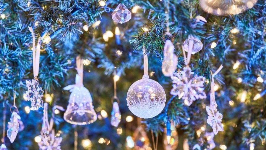 Decorazioni natalizie di vetro.