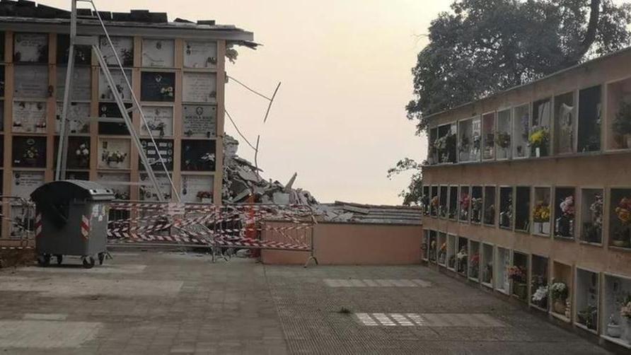 Frana a Camogli, crolla una parte del cimitero: 200 bare finiscono in mare