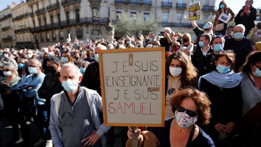 """""""Je suis Samuel"""", in Francia migliaia in piazza per il professore decapitato"""