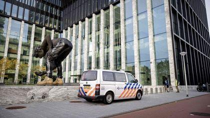 """Amsterdam, si apre il processo per l'omicidio del giornalista De Vries: alla sbarra la """"Mocro maffia"""""""