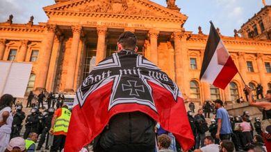 Neonazisti, franchisti e ultradestra: la rete fascista che cavalca le proteste in tutta Europa