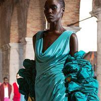 Valentino Des Ateliers: la sfilata Haute Couture autunno/inverno 2021-22
