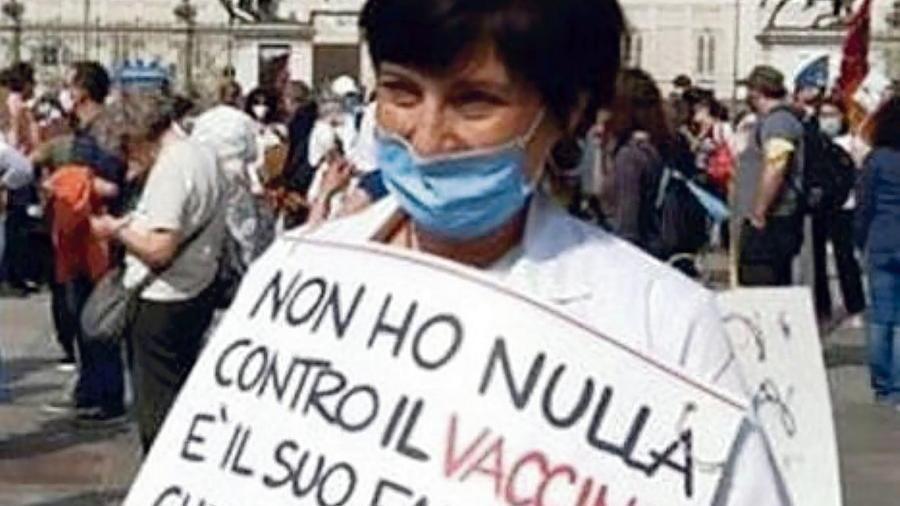 """Non si vaccina e resta a casa senza stipendio. Il giudice le dà torto:  """"La salute è prioritaria"""""""