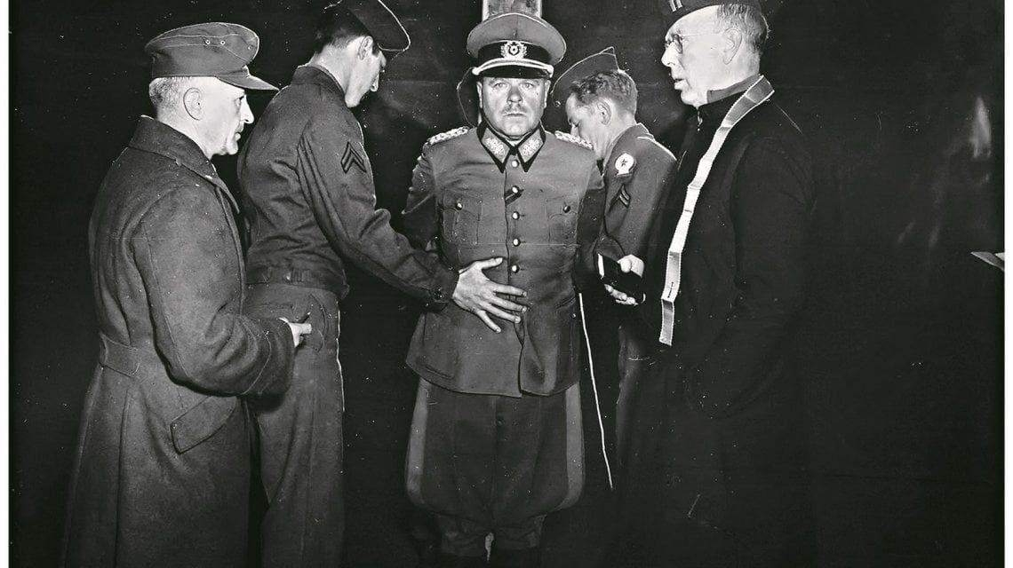 ... attimo prima della sua fucilazione alle otto di mattina del primo  dicembre del 1945 ad Aversa. Gli fu concesso di indossare la divisa con i  gradi e ... 8622c58e1353
