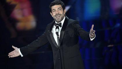 Pierfrancesco Favino, cinquant'anni da showman sul set: tv, teatro, cinema