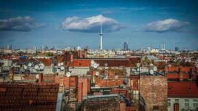 """I berlinesi vogliono espropriare le case ai colossi: contro la bolla del caro-affitti il 56,4 per cento vota """"sì"""" al referendum"""