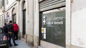Oltre cento tamponi rapidi in un giorno: effetto Green Pass negli hub di Vercelli