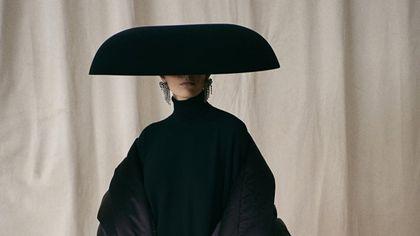 """Demna Gvasalia di Balenciaga: """"La mia alta moda è un salto nel futuro"""""""