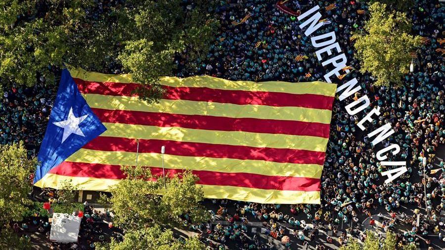 La sfida degli indipendentisti a Madrid. Trasformare Barcellona in Hong Kong – La Stampa