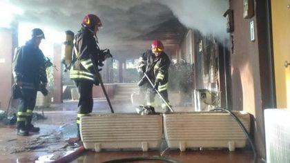 Roma, incendio in appartamento a Cinecittà: nessun ferito
