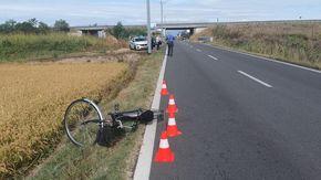 Lumellogno, urtata in bicicletta da un'auto sulla provincale: donna ferita portata al Maggiore