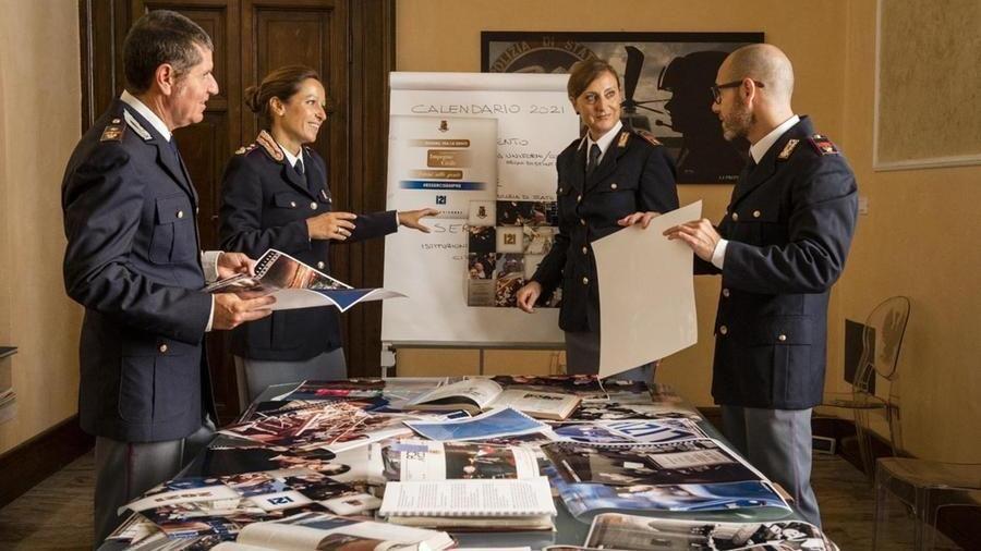 La polizia di Stato festeggia i 40 anni: la vendita del calendario