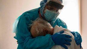 Una milanese di 93 anni, non vaccinata, si è ammalata di Covid ed è è stata ricoverata in rianimazione ad Aosta: è gravissima
