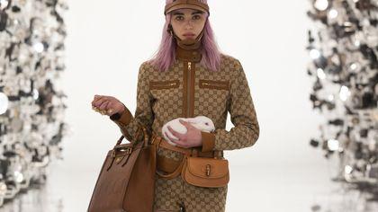 Immancabile in ogni armadio: la borsa marrone