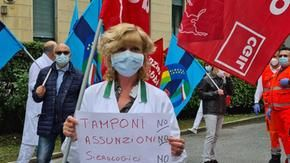 Turin, the protest of the nurses moves by truck