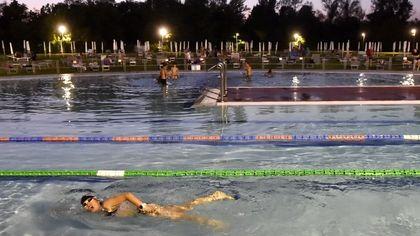 Notte Azzurra in piscina: vasche aperte e divertimento - foto