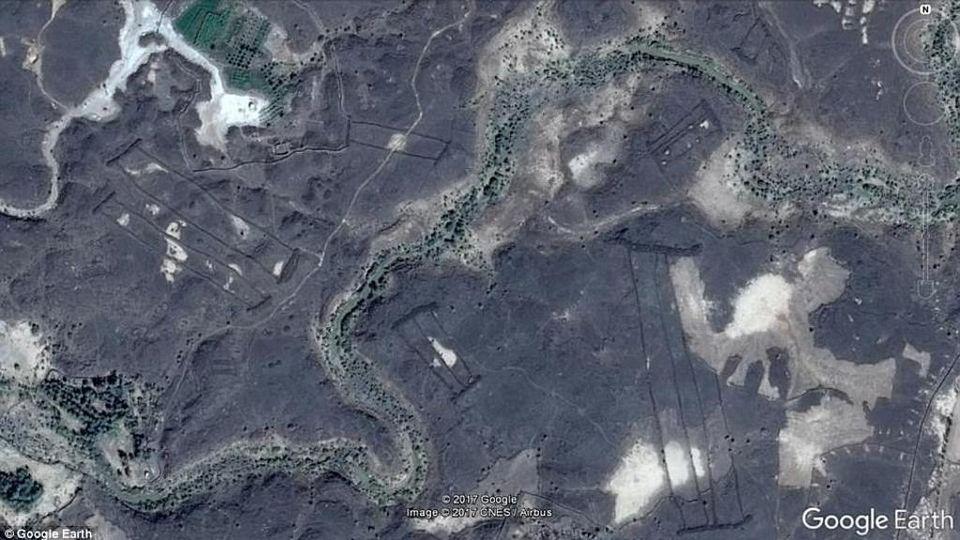 Il mistero delle quattrocento porte in pietra scovate in Arabia Saudita grazie a Google Earth