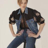 Emma Corrin per Miu Miu: arriva la collezione Upcycled in collaborazione con Levi's