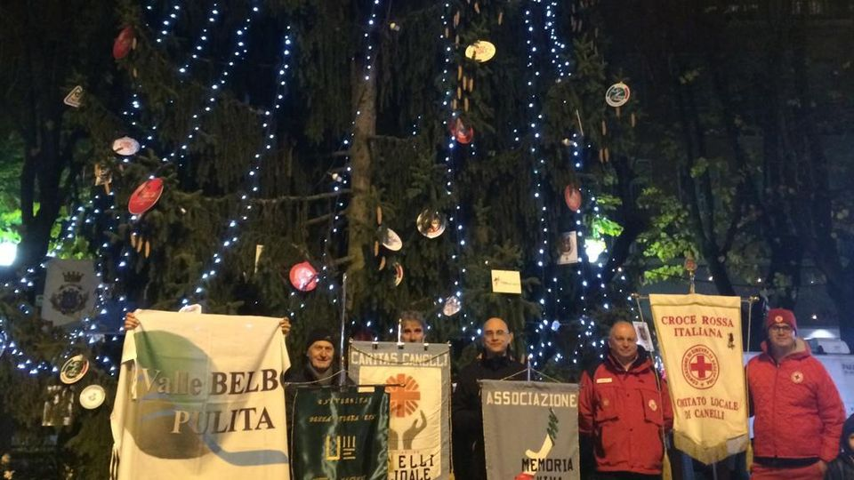 Babbo Natale In Spagnolo.A Nizza Monferrato E Canelli Brindisi Nelle Vie Giostre E