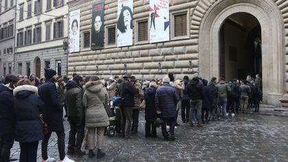 Firenze, lunghe code per l'ultimo giorno della mostra di Marina Abramovic e record di visitatori: 180mila