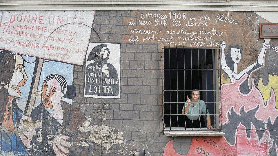 Murales Orgosolo Storia.Orgosolo Scontro Sui Murales La Stampa